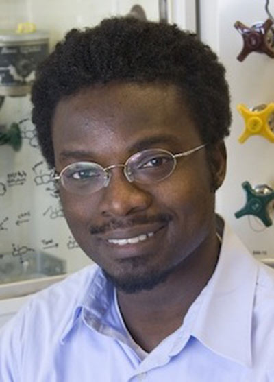 Faculty Mentor Richmond Sarpong Supports His Amgen Scholars
